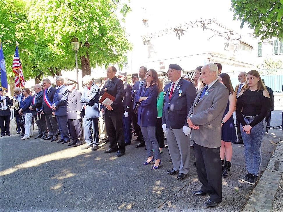 commémoration 08 MAI à COMPIEGNE Baptéme drapeau H.P OISE